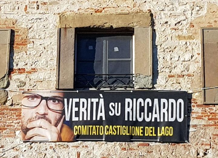 """Castiglione del Lago – Solidarietà, sold out per i bermuda """"pro Capecchi"""""""