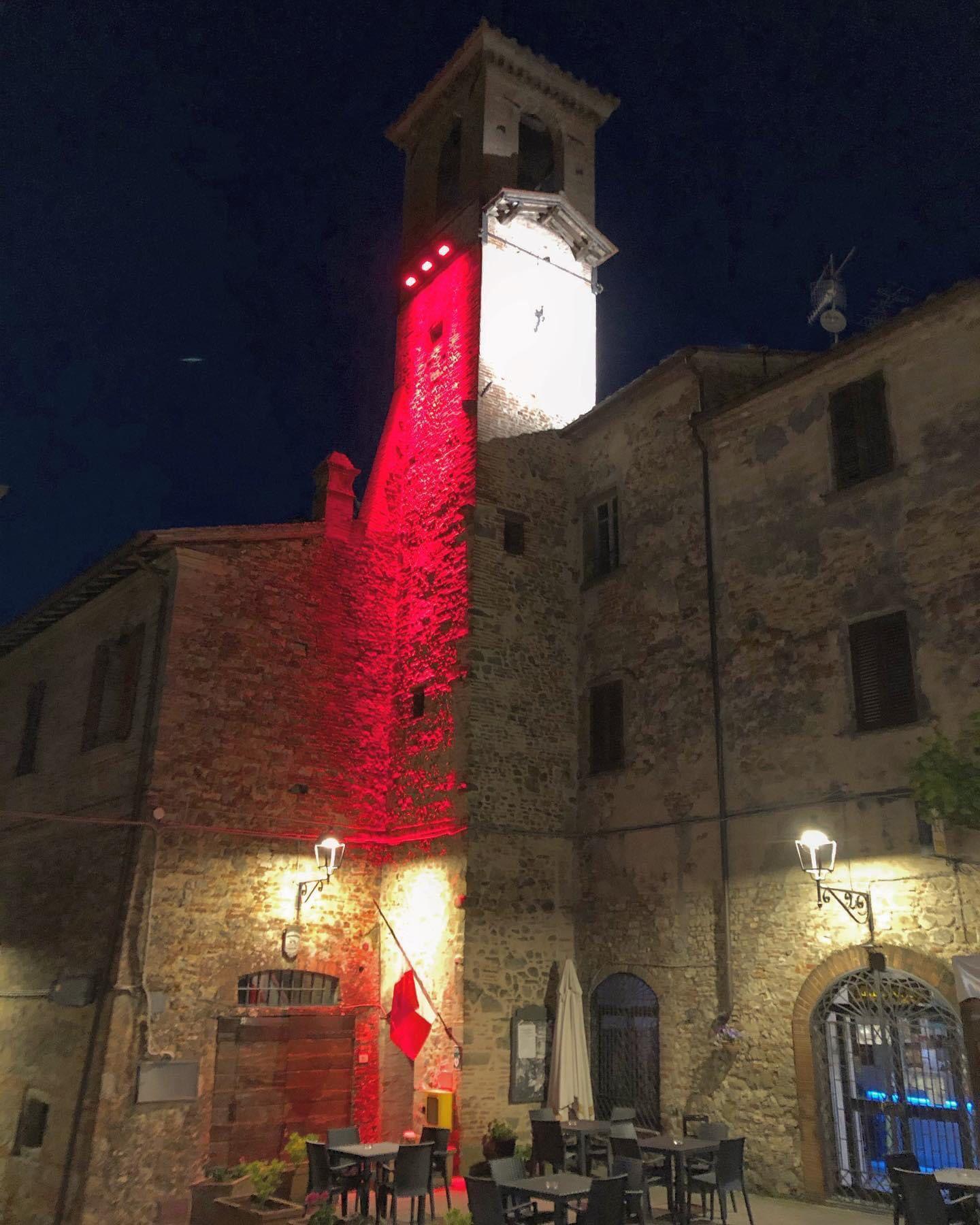 Citerna – La torre civica si illumina di rosso per la settimana della Croce Rossa